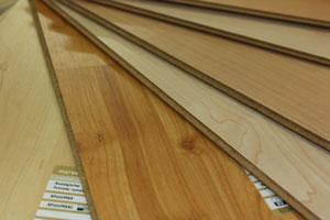 Laminat Laminatboden Sieht Aus Wie Holz, Ist Aber Langlebiger. Die  Oberfläche Widersteht. Verschleiß. Flecken Und Ausbleichen Besser Als  Hartholz.